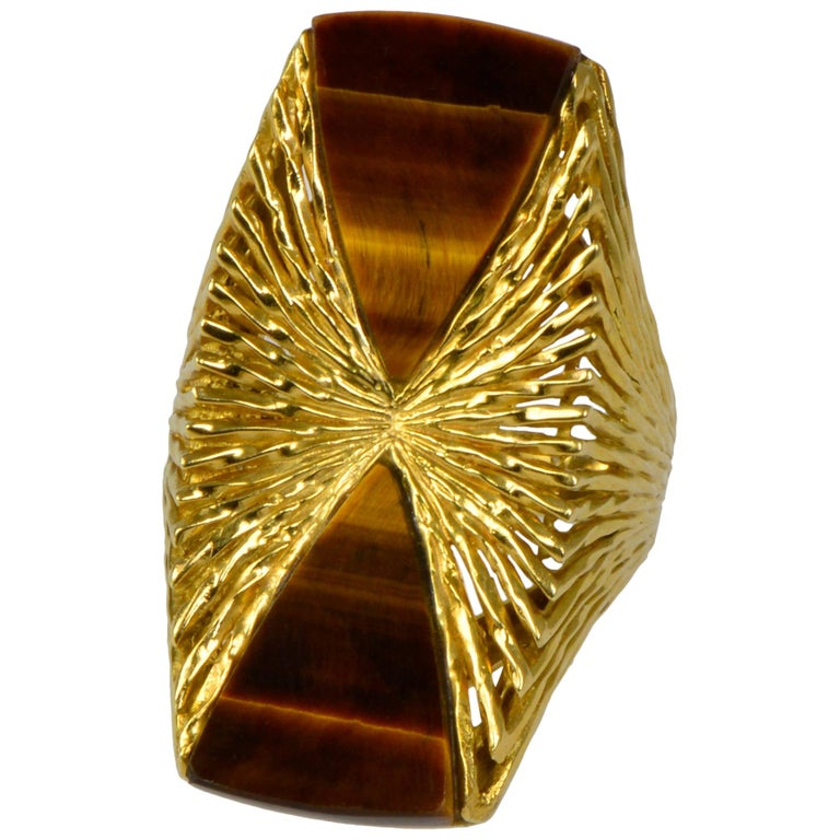 1972 Kutchinsky Tiger Eye and Textured Gold Ring For Sale
