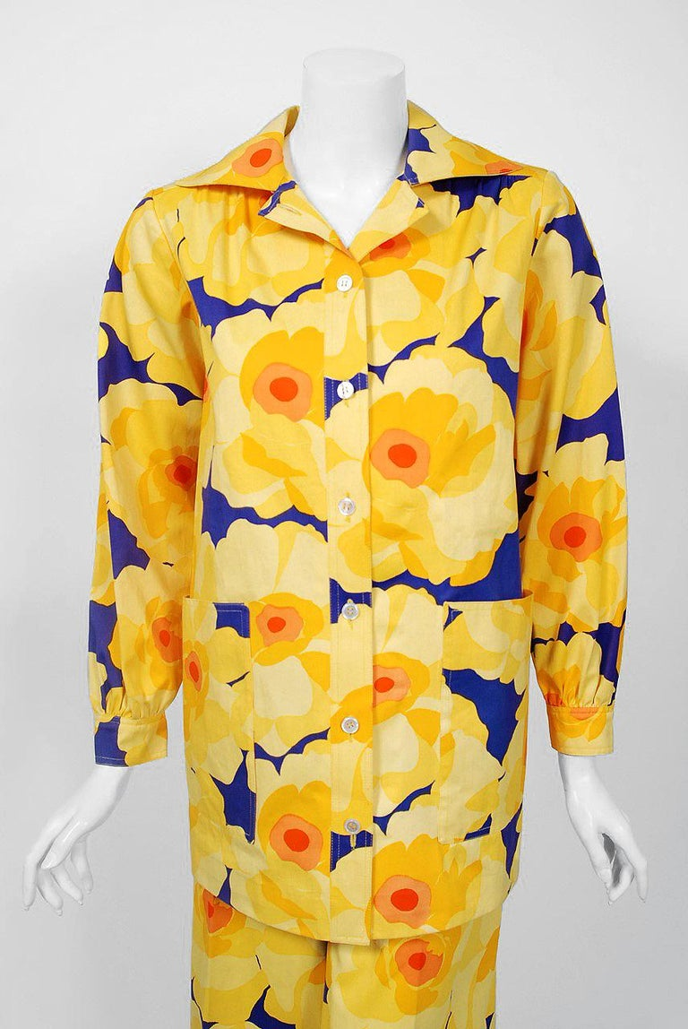 Vintage 1972 Yves Saint Laurent Haute Couture Documented Bold Floral Pantsuit  In Good Condition For Sale In Beverly Hills, CA
