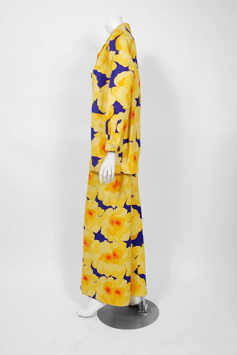 Vintage 1972 Yves Saint Laurent Haute Couture Documented Bold Floral Pantsuit  For Sale 2