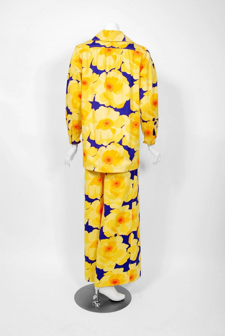 Vintage 1972 Yves Saint Laurent Haute Couture Documented Bold Floral Pantsuit  For Sale 4