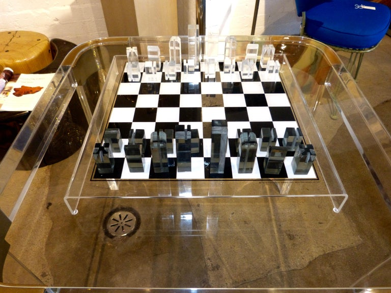 1973 Executive Games Acrylic Chess Set with Board In Good Condition For Sale In Palm Springs, CA