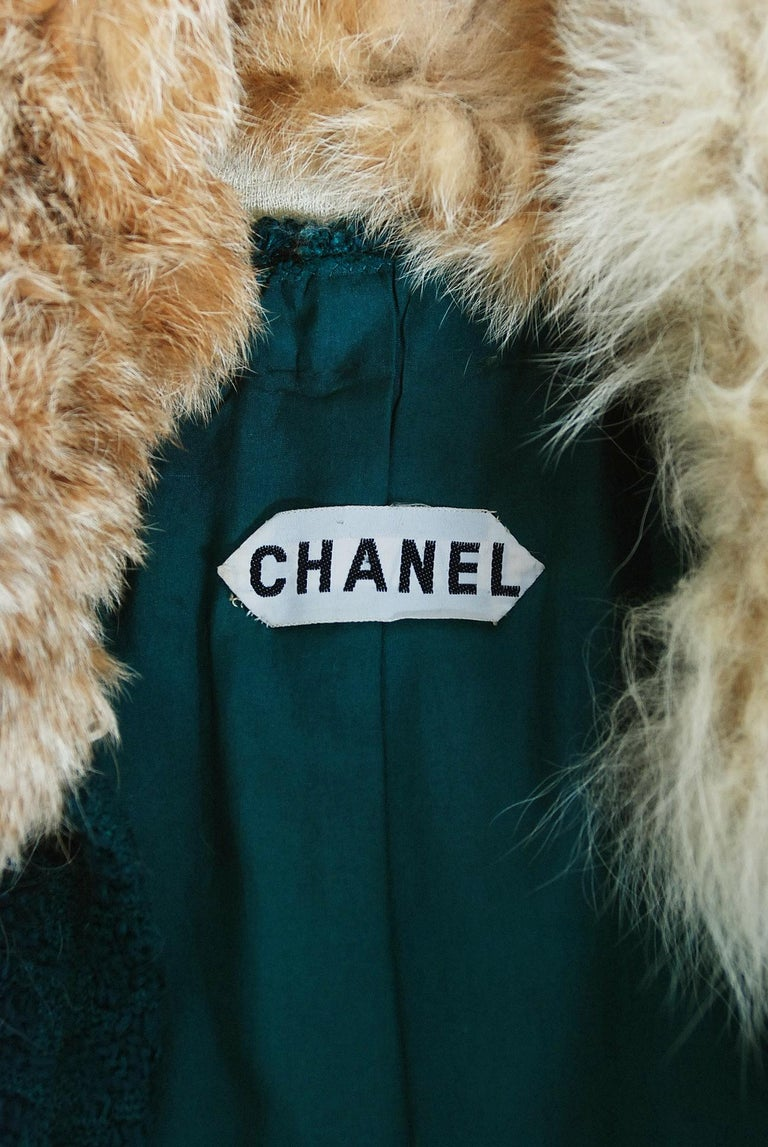 1974 Chanel Haute-Couture Forest Green Boucle Wool & Genuine Fox-Fur Jacket Coat For Sale 6