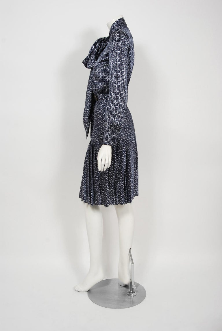 Women's 1975 Valentino Couture Navy & White Print Silk Ascot-Bow Belted Pleated Dress For Sale