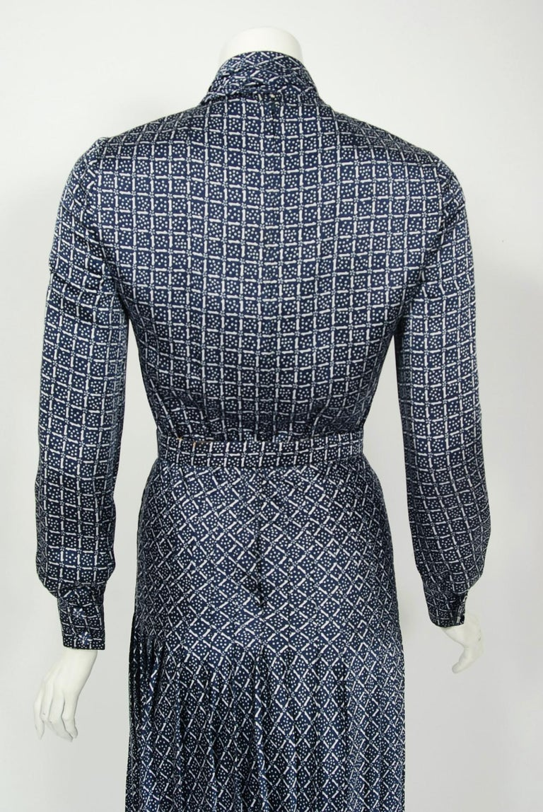 1975 Valentino Couture Navy & White Print Silk Ascot-Bow Belted Pleated Dress For Sale 3