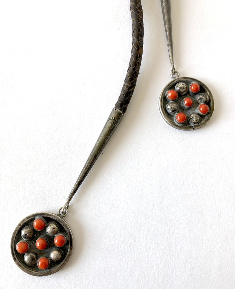 1977 Jobeth D Mayes Zuni Sterling Silver Red Coral Native American Bolo Tie In Good Condition For Sale In Los Angeles, CA