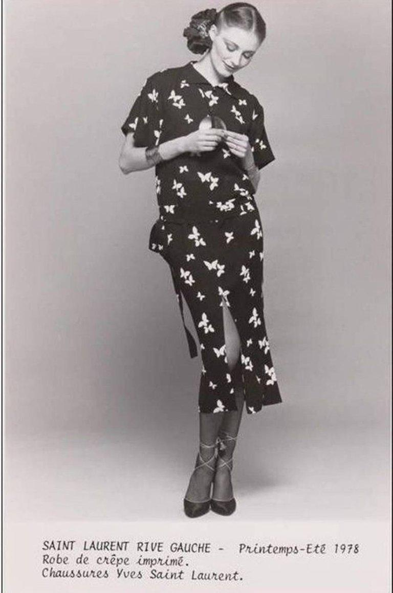 1978 YVES SAINT LAURENT documented black crepe dress with bird print For Sale 1
