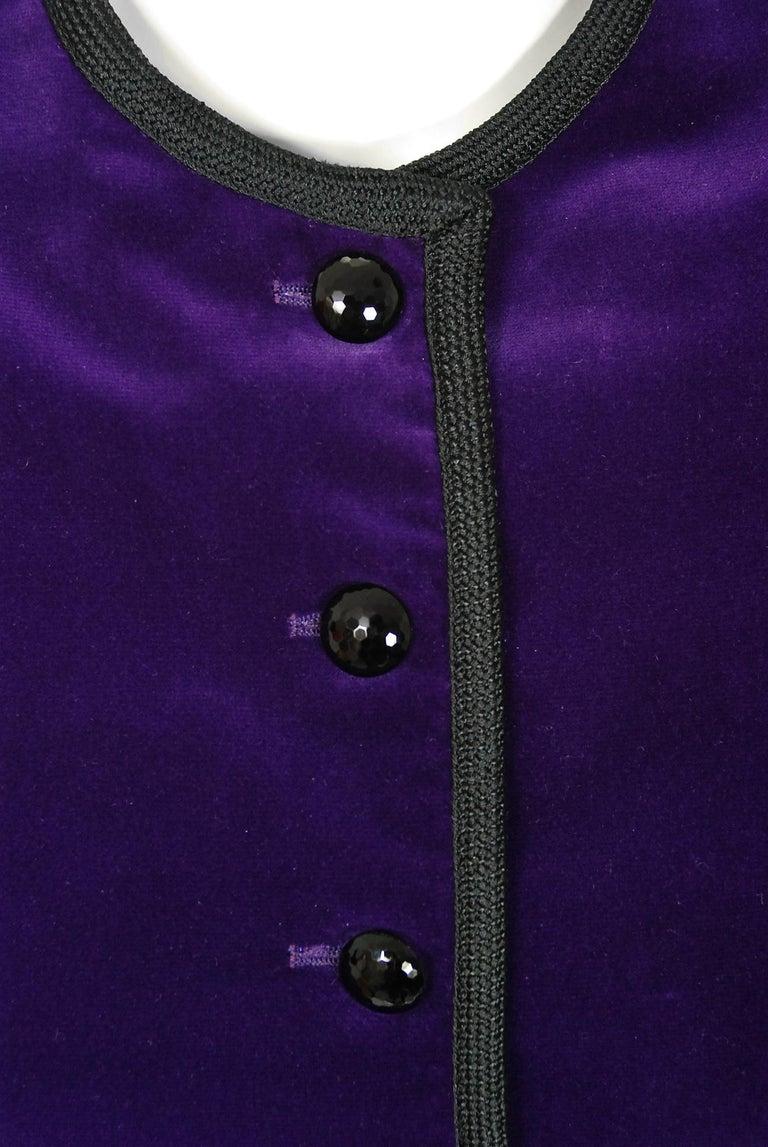 Vintage 1979 Yves Saint Laurent Documented Purple Velvet Jacket Knicker Pantsuit In Good Condition For Sale In Beverly Hills, CA