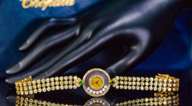 1980s-1990s Chopard Happy Diamond Emerald and Aprox 20Cts Diamond Bracelet Watch In Excellent Condition For Sale In New york, NY