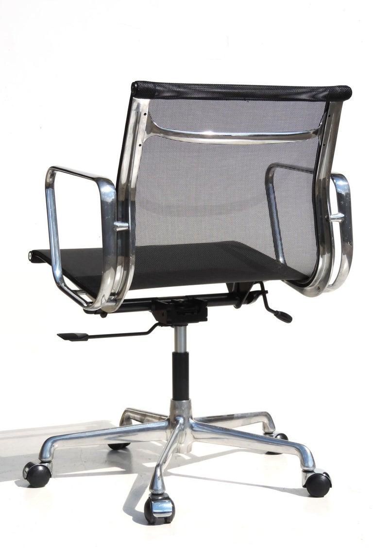 Mid-Century Modern 1980 EA 108 Charles Ray Eames Herman Miller ICF Design Swivel Chair For Sale