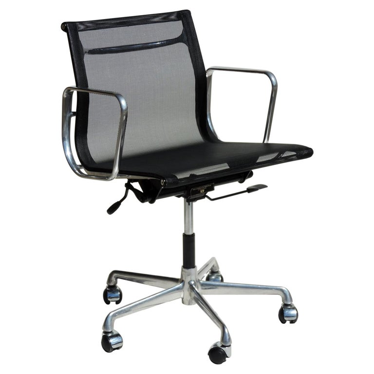 1980 EA 108 Charles Ray Eames Herman Miller ICF Design Swivel Chair For Sale
