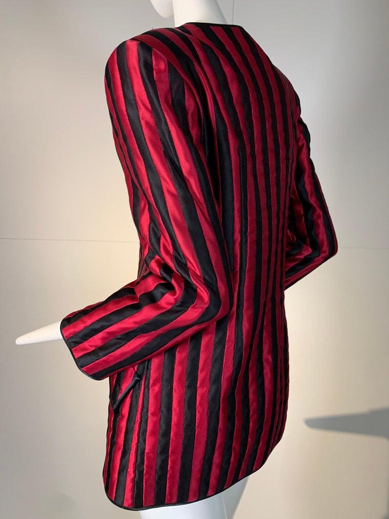 1980 Geoffrey Beene Red & Black Silk Stripe Asymmetrical Zip Smoking Jacket  For Sale 2