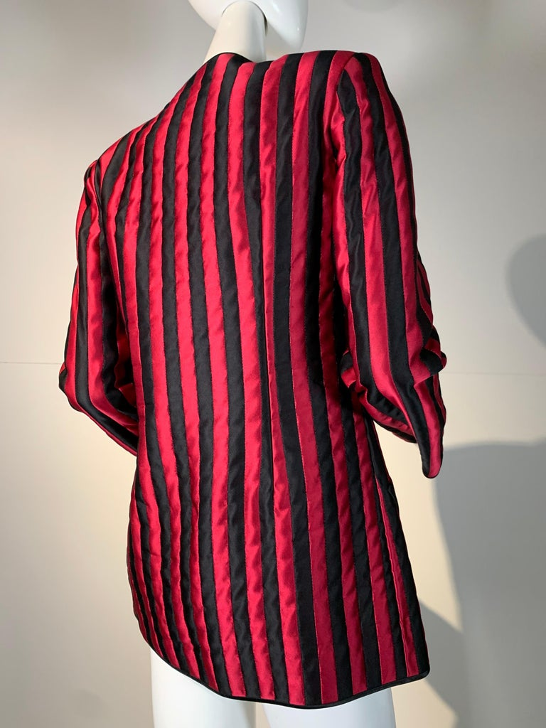 1980 Geoffrey Beene Red & Black Silk Stripe Asymmetrical Zip Smoking Jacket  For Sale 3