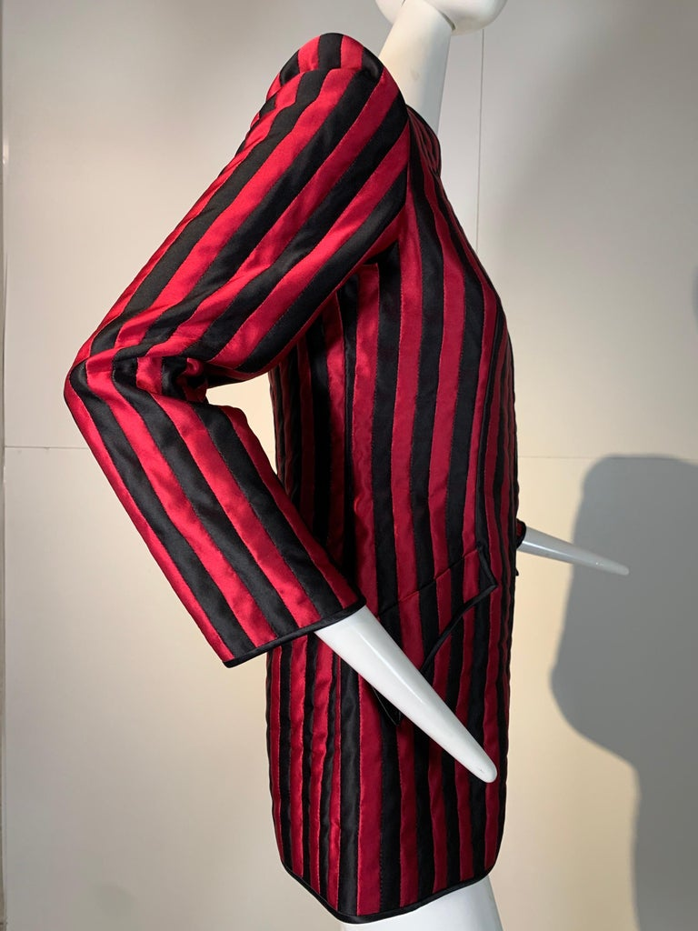 1980 Geoffrey Beene Red & Black Silk Stripe Asymmetrical Zip Smoking Jacket  For Sale 4