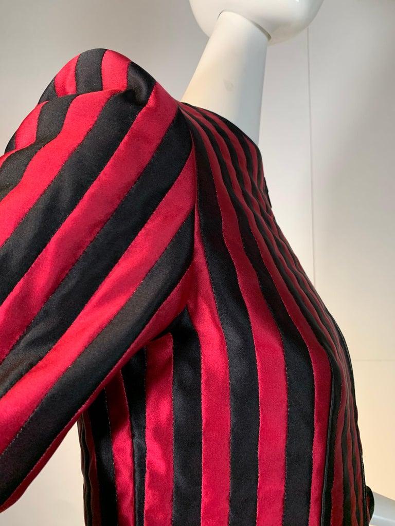 1980 Geoffrey Beene Red & Black Silk Stripe Asymmetrical Zip Smoking Jacket  For Sale 5