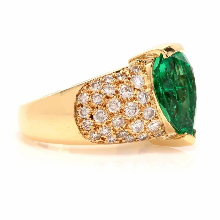 1980 GIA Emerald Pave Diamond Yellow Gold Cocktail Ring In Excellent Condition For Sale In Miami, FL