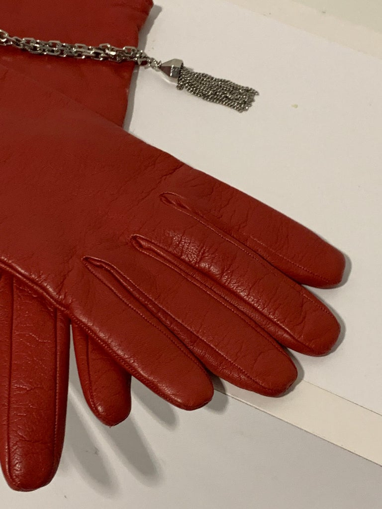 Women's 1980 Gianni Versace Red Lambskin Leather Gloves W/ Chrome Chain & Tassel Size 8 For Sale