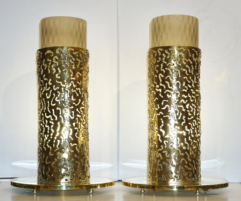 1980 Italian Brutalist Pair of Cream Beige Murano Glass Round Brass Table Lamps For Sale 11