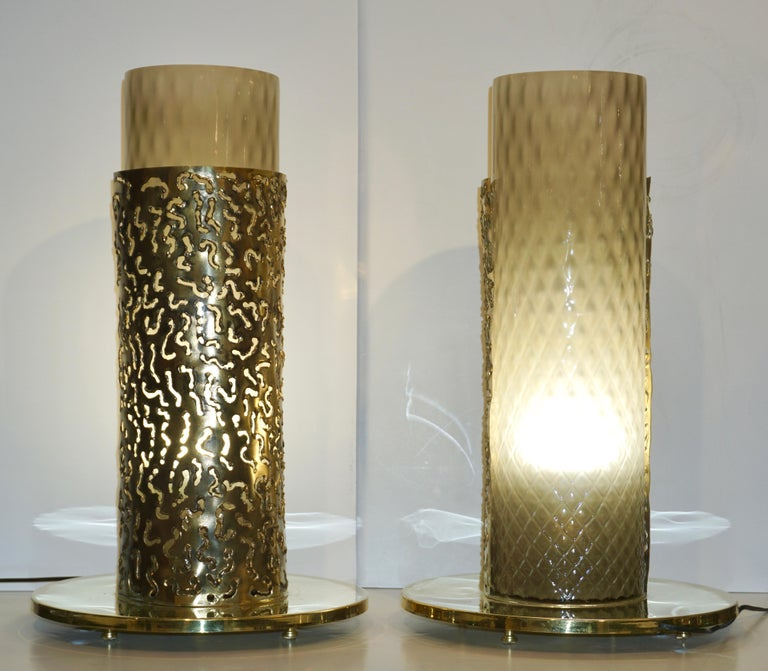 1980 Italian Brutalist Pair of Cream Beige Murano Glass Round Brass Table Lamps For Sale 1