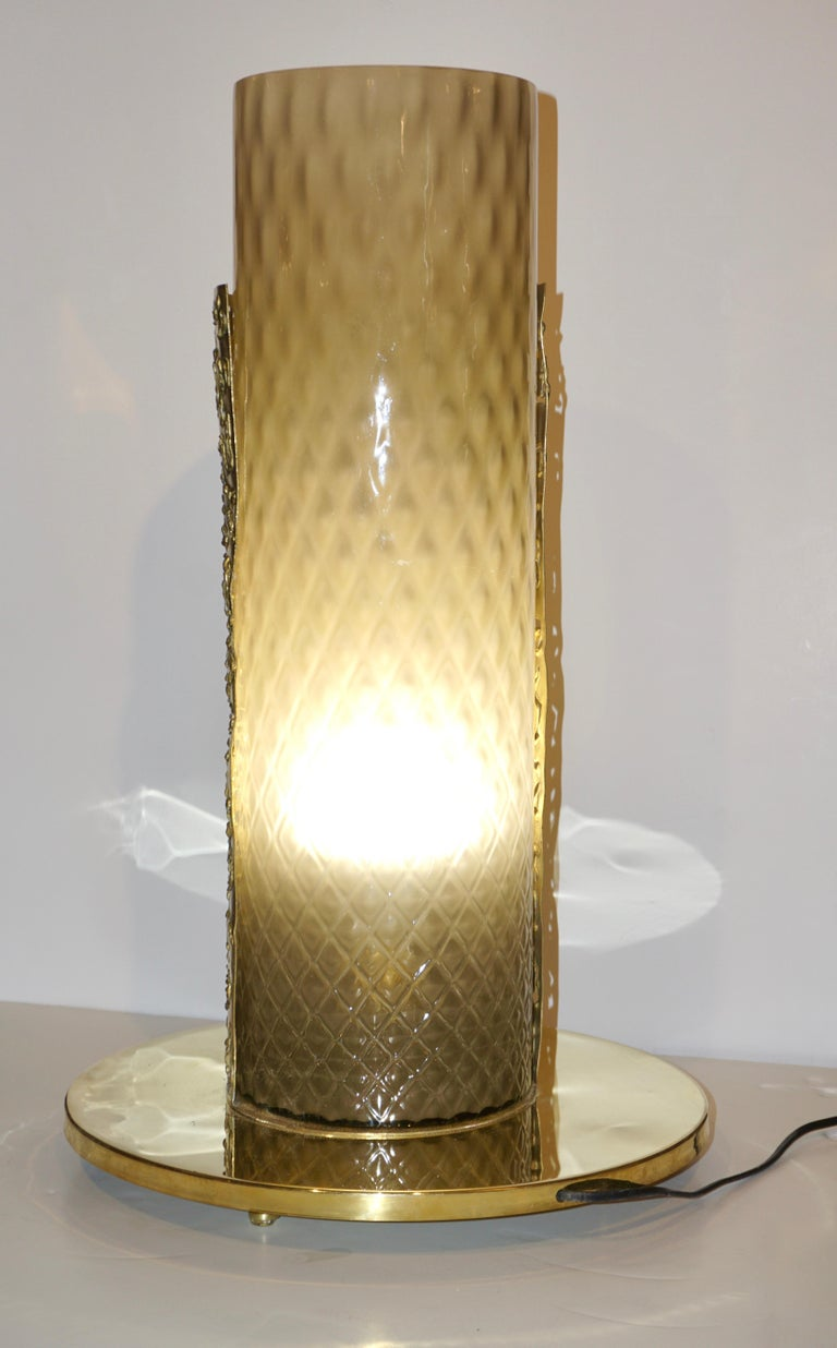 1980 Italian Brutalist Pair of Cream Beige Murano Glass Round Brass Table Lamps For Sale 4