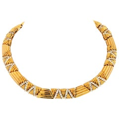 1980s 18 Karat Yellow Gold 12 Carat Diamond Choker Necklace