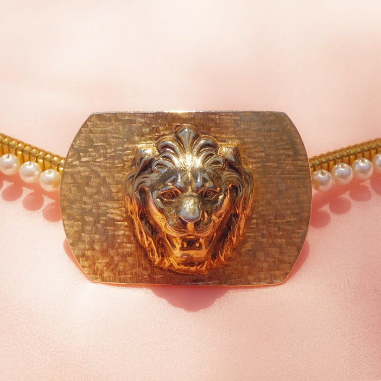 1980s Anne Klein For Accessocraft Lion Head Stretch Belt with Pearls, Signed In Good Condition For Sale In Los Angeles, CA