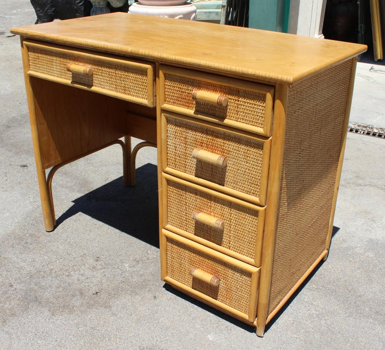 1980s Bamboo and Rattan Desk with Drawers In Good Condition For Sale In Malaga, ES