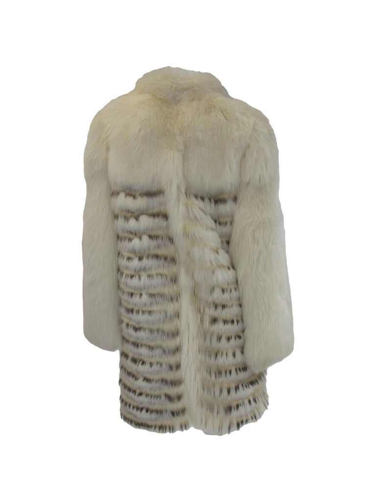 1980s  Bill Blass White Silk Lined Fox Coat  In Excellent Condition For Sale In Houston, TX