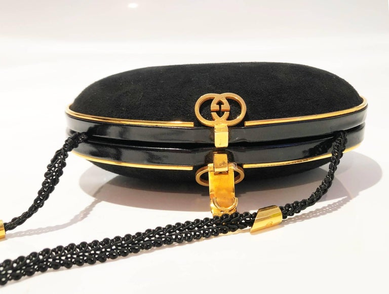 Gucci 1980s Black Vintage Gold oval shaped clutch bag In Good Condition For Sale In London, GB