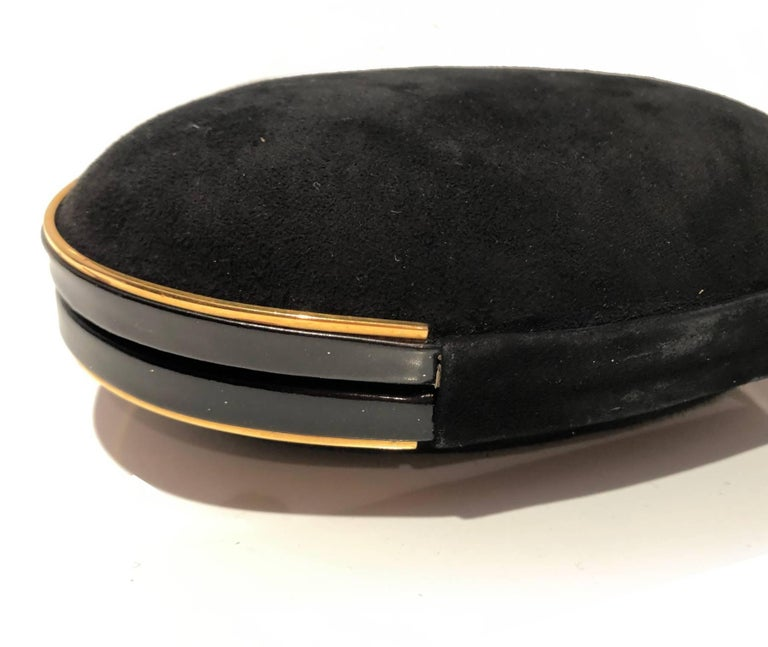 Gucci 1980s Black Vintage Gold oval shaped clutch bag For Sale 1