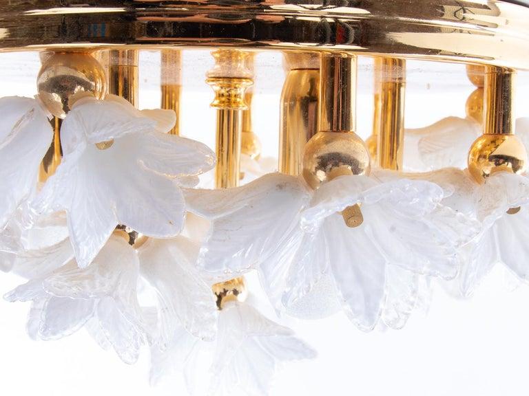 1980s Bouquet Flush Mount White Murano Glass Flowers & Gold Plated In Good Condition For Sale In Niederdorfelden, Hessen
