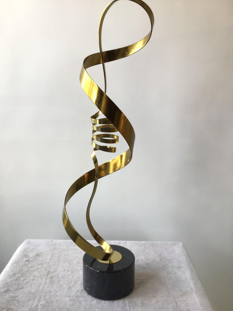 1980s Brass Ribbon Abstract Sculpture on Marble Base For Sale 2