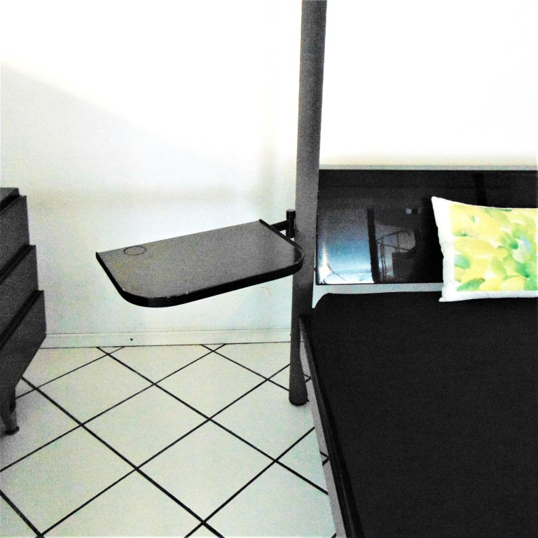1980s Green Canopy Bed Glossy Dark Lacquer, Adjustable Shelves, Sormani, Italy In Good Condition For Sale In Arosio, IT