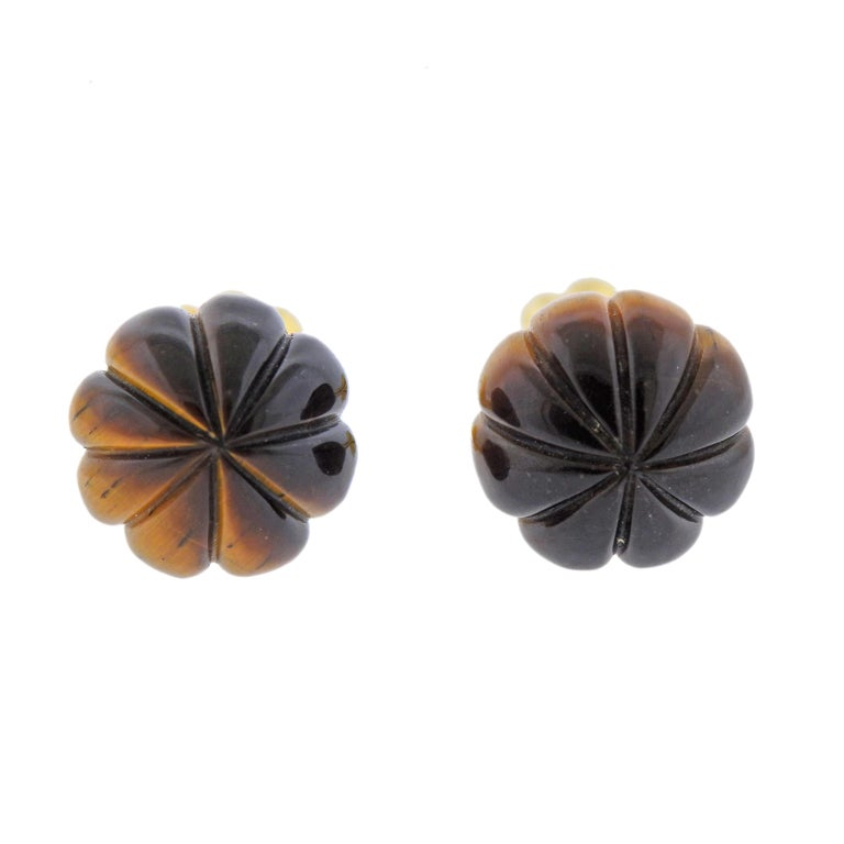 Pair of vintage 18k gold cufflinks with carved tiger's eye. Cufflink top is 16mm in diameter, back - 11mm.  Weight - 17.6 grams. Marked 750.