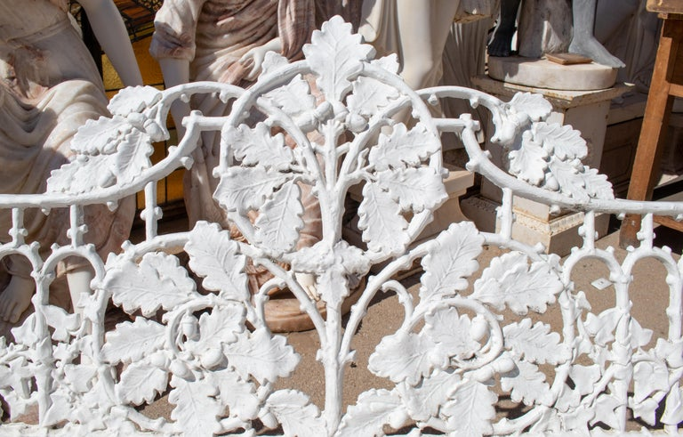1980s Cast Aluminium Solid Metal White Garden Bench with Grapes Flower Garlands For Sale 3