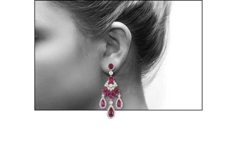 1980s Chandelier 18 Karat White Ruby and Diamond Earring In Excellent Condition For Sale In New York, NY