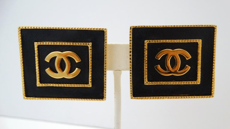 1980s Chanel CC Leather Rectangle Clip On Earrings In Excellent Condition For Sale In Scottsdale, AZ