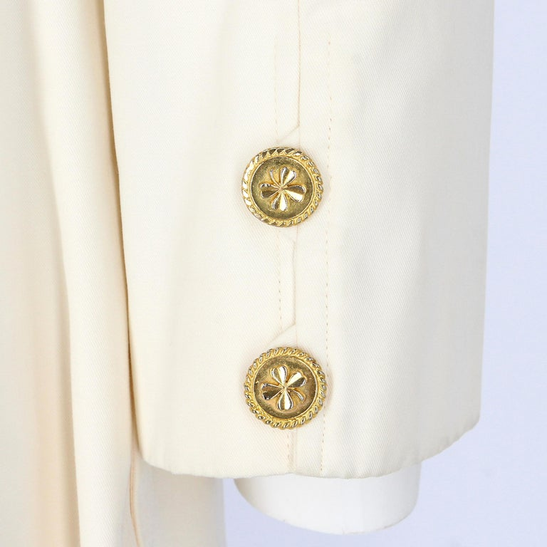 1980s Chanel Ivory Cotton Double Breasted Jacket In Excellent Condition For Sale In Lugo (RA), IT