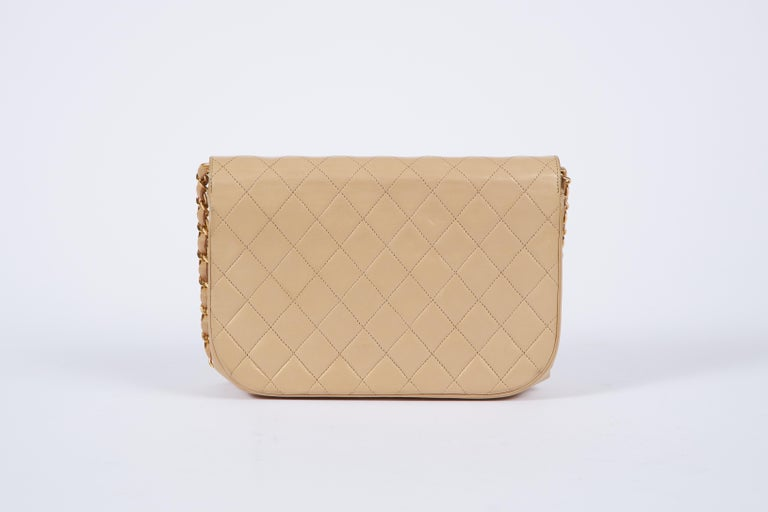 1980's Chanel Vintage Beige Double Flap Quilted Bag In Good Condition For Sale In West Hollywood, CA