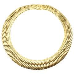 1980s Chic 18 Karat Yellow Gold Flexible Choker Necklace