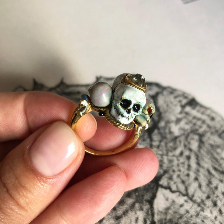 1980s Codognato Diamond, Enamel and Gold Skull Ring In Good Condition For Sale In New York, NY