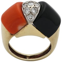 1980s Custom Cut Geometric Coral with Onyx and Diamonds Gold Cocktail Ring
