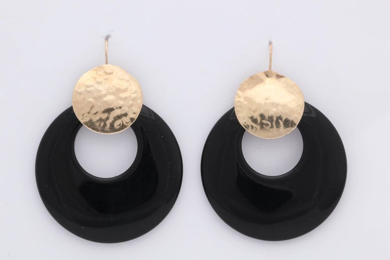 One Pair Of Ladies 14kt Yellow  Hand Hammered Gold ,Hoop _ Loop Earrings Designed With Custom Cut High Shine Circular Onyxes . Designed In Te 1980's With Shepard Hook Style Backings. Created In The United States Of America, For Pierced Ears Only.