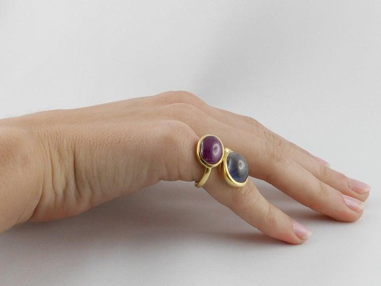 1980s David Webb Ruby Sapphire 18 Karat Gold Crossover Ring For Sale 4