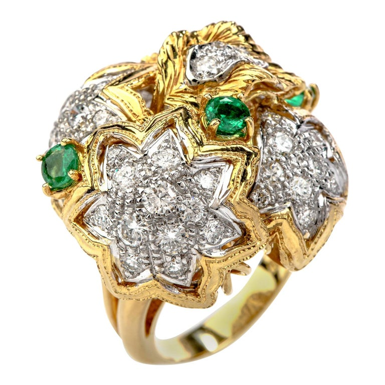 1980s Diamond Emerald 18 Karat Gold Large Star Cocktail Bombe Ring For Sale