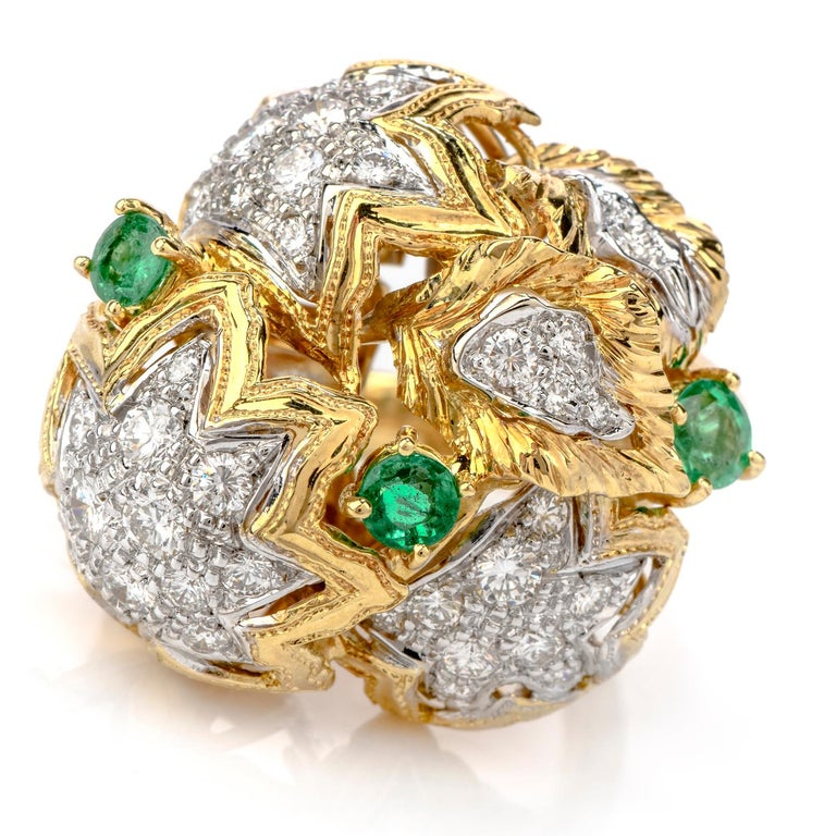 1980s Diamond Emerald 18 Karat Gold Large Star Cocktail Bombe Ring In Excellent Condition For Sale In Miami, FL