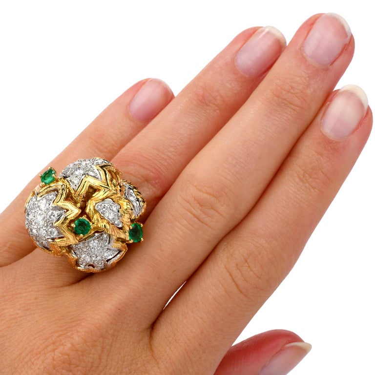 1980s Diamond Emerald 18 Karat Gold Large Star Cocktail Bombe Ring For Sale 1