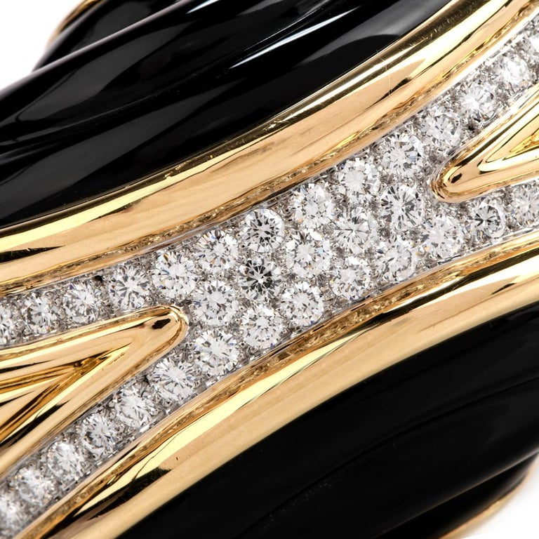 1980s Diamond Onyx 18 Karat Gold Large Wide Bangle Bracelet In Excellent Condition For Sale In Miami, FL