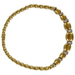 1980s Diamonds and 18 Karat Yellow Gold Necklace