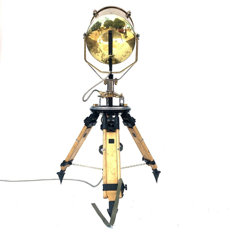1980s Francis British Brass Search Light Russian Military Gyroscope Tripod Lamp In Good Condition For Sale In Leicester, Leicestershire