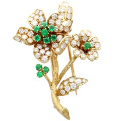 1980s French 2.90 Carat Diamond and Emerald Yellow Gold Brooch